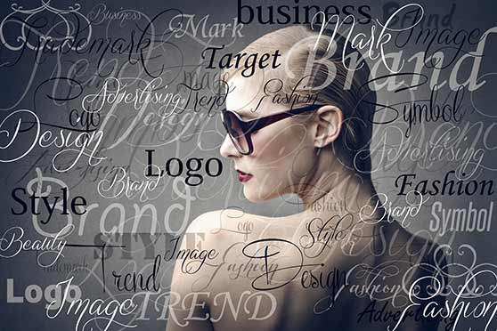 Digital Brand Optimization Contentbild Frau und Markenaktivierung