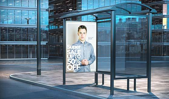 Mediaeinkauf Contentbild Plakat an Bushaltestelle