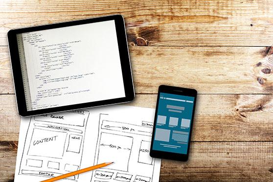 Suchmaschinenmarketing Content Bild - Smartphone Tablet Skizze Webdesign