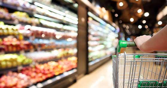 Branchenspezifische Filme Content Bild - Einzelhandel - Einkaufswagen am Regal