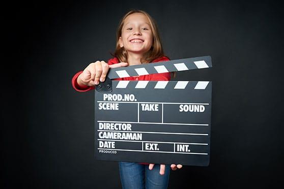 Filmproduktion Content Bild - Kind mit Filmklappe