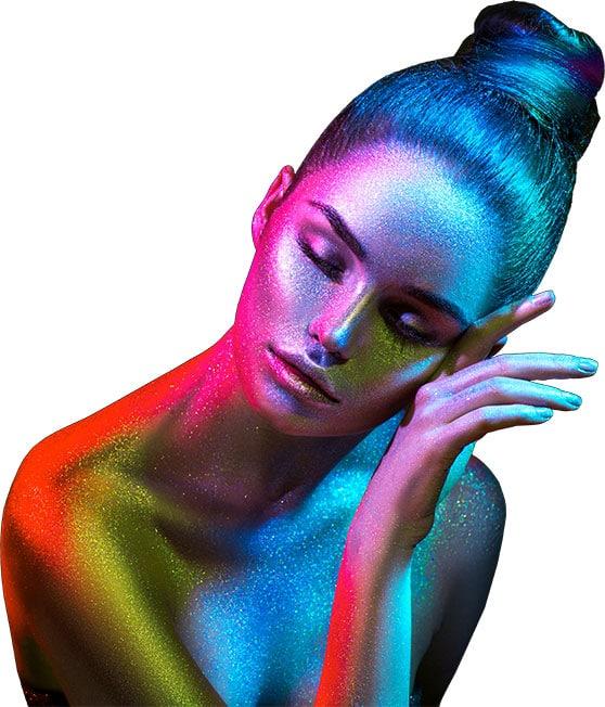 Fotodesign Content Bild - Junge Frau im bunten Styling