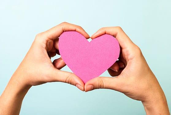 Soziales Engagement Content Bild - Hände zu einer Herzform