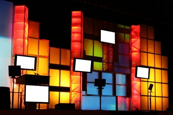 Zweckgebundene Filme Content Bild - Messestand bunt und Displays für Film