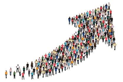 Blog - Marketing-Personas - Contentbild - Menschenmenge steht im Form eines Pfeils