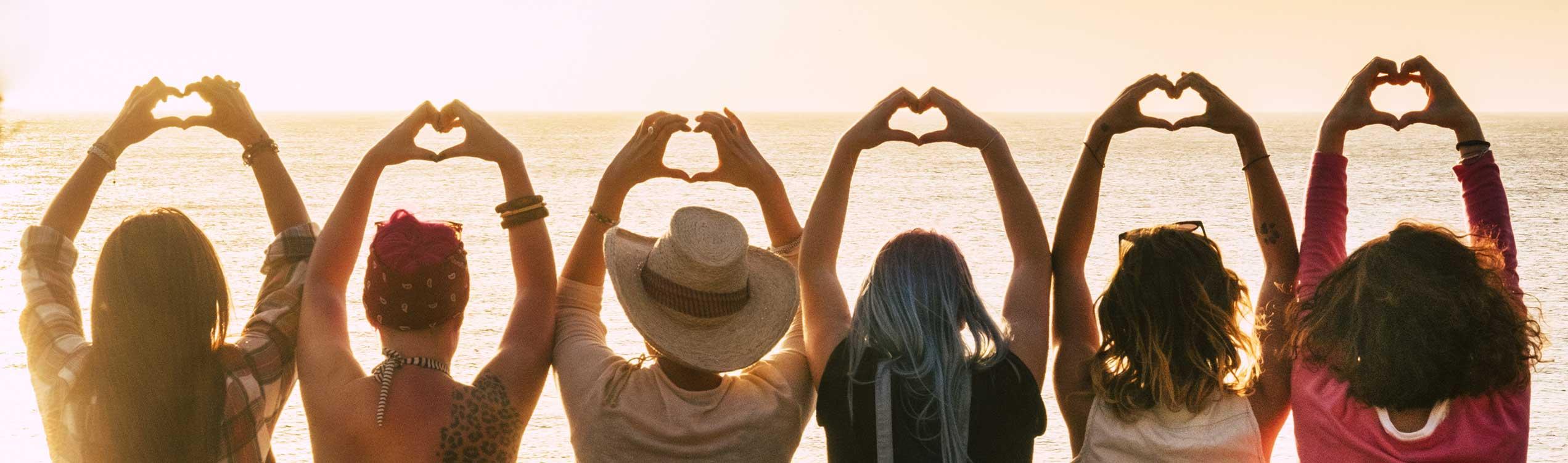 Danke für Ihre Kontaktaufnahme - Frauen mit Herzsymbol - Titelbild